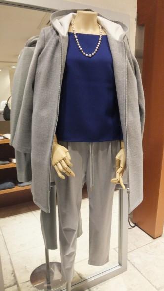 新作入荷しています♪ブラウス&履きやすいおススメパンツ・コートのコーディネートです♡NOUQUEブラウス&コート&PARLMASELトラックパンツ