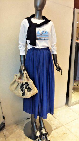可愛いスカートが入荷しました♪ Doneeyuブルーロングスカート&dolly sean マドラスチェック柄Aラインスカート&SHIRATA長袖Tシャツ