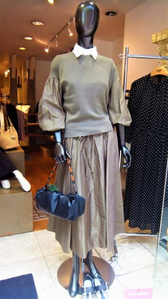 AUTUMN COLLECTION DUAL VIEW お袖タフタニット&タフタスカート&付け衿